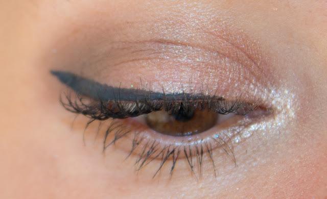 maquillage-eyeliner-pinup