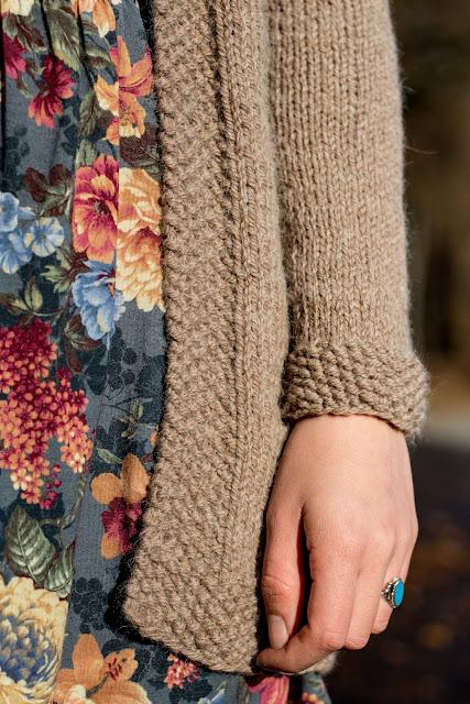 Lange Strickjacke mit Zopfmuster selber stricken - kostenlose Anleitung - Jacke selber machen - Kleidung selber stricken - Long Cardigan Free Knitting Pattern German - DIY - handmade - 02