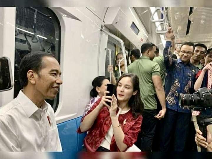 Mengapa Anies Tak Diajak Duduk di Samping Jokowi?