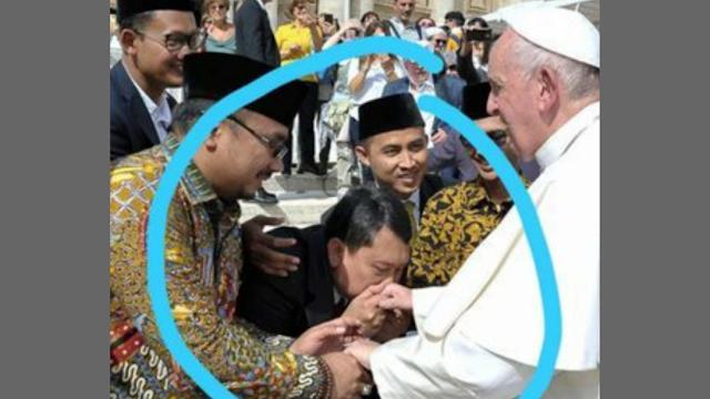 Yang Cium Tangan Paus Fransiskus Bukan Anggota Ansor tapi Albertus Magnus Adiyarto Beragama Katolik