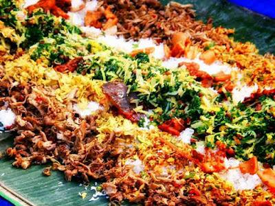 makan bersama dengan tradisi megibung karangasem bali