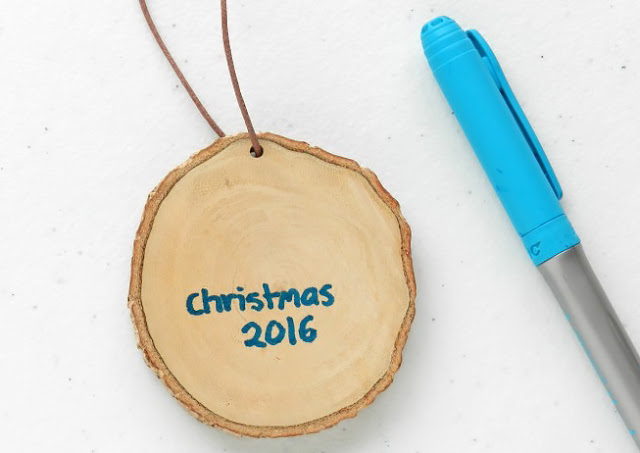 Christmas Craft Tutorial: Rustic Wood Slice Ornaments