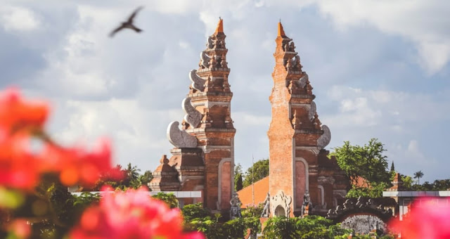 Mengenal Budaya Bali, Upacara Ngaben dan Hari Raya Nyepi