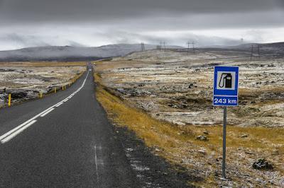 Señal gasolinera viaje por carretera en Islandia