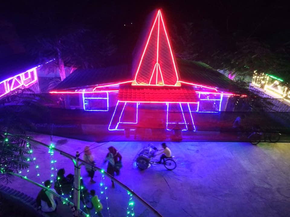 Indahnya Lampu Warna Warni Di Taman Flamboyan Arjuna Ireng Bloggermangga Komunitas Blogger Indramayu