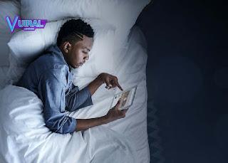 Cara Mengatasi Insomnia Secara Alami Dengan Membatasi Pemakaian Gadget
