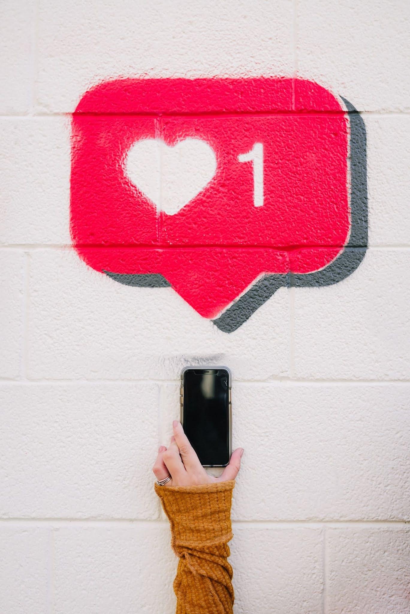 2- استغل حساباتك في مواقع التواصل الأخرى لصالحك