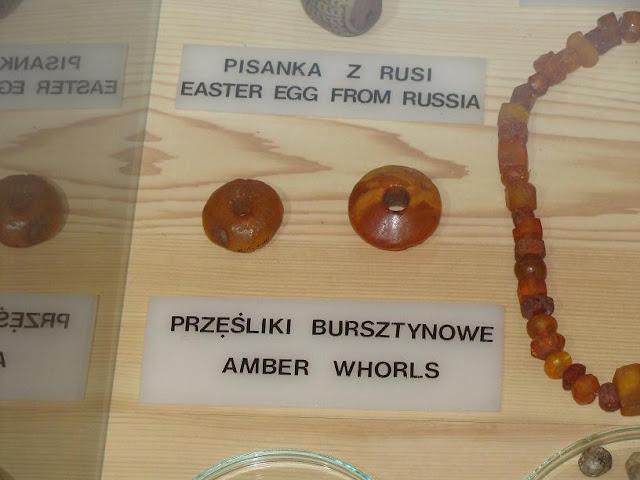 Wczesnośredniowieczne przęśliki z bursztynu znalezione i eksponowane w Wolinie