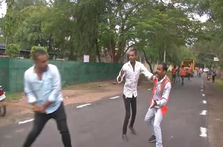 Madhya Pradesh, nephews of leaders are threatening officers-मध्यप्रदेश में नेताओं के भाई-भतीजे अफसरों को धमका रहे हैं