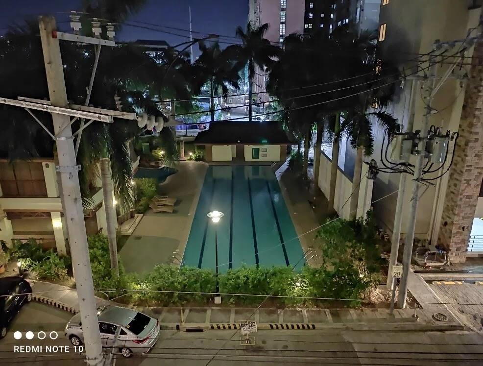 Xiaomi Redmi Note 10 Camera Sample - Night (Pool)