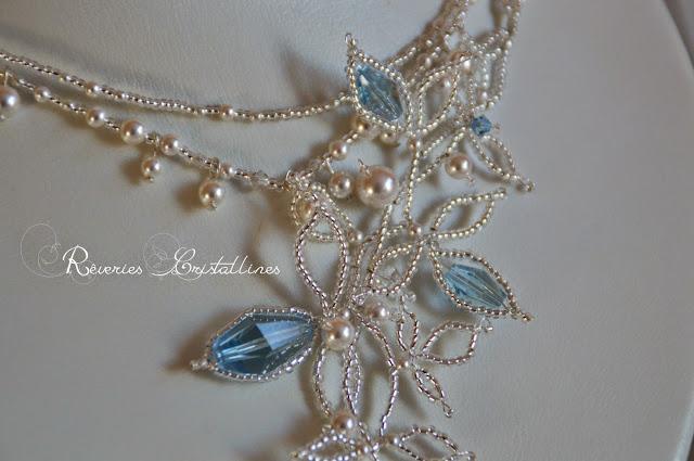 collier blanc et bleu mariage