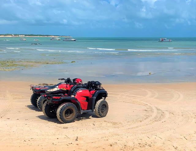 2 quadriciclos de praia vermelhos