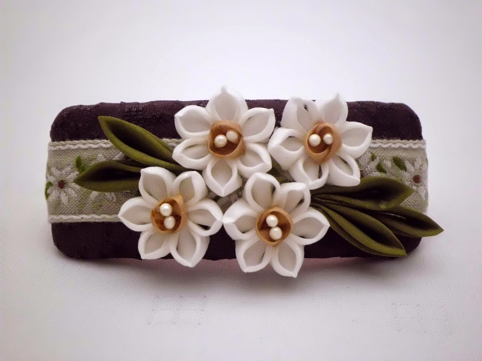 https://www.etsy.com/listing/225415409/daffodil-hair-barrette-french-barrette