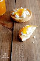 Tostada de queso de cabra con mermelada de cítricos casera (naranja, mandarina y limón)