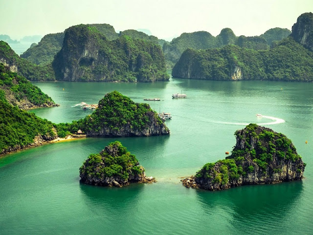 Rainy Hạ Long Bay – Northern Vietnam