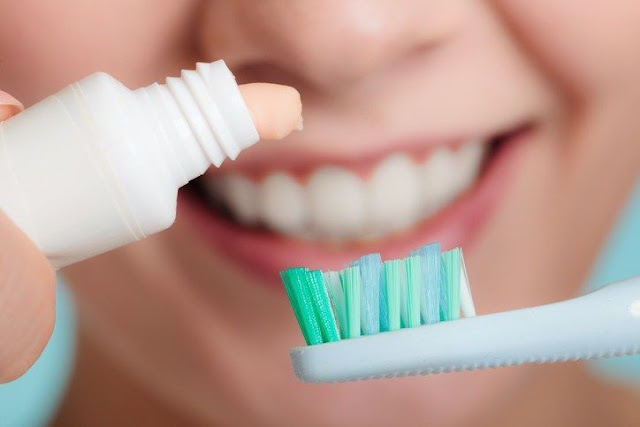 معجون أسنان