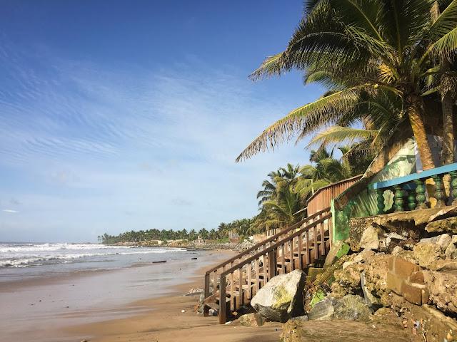 Kokrobite, Ghana (langa Dizzy Lizzie's)
