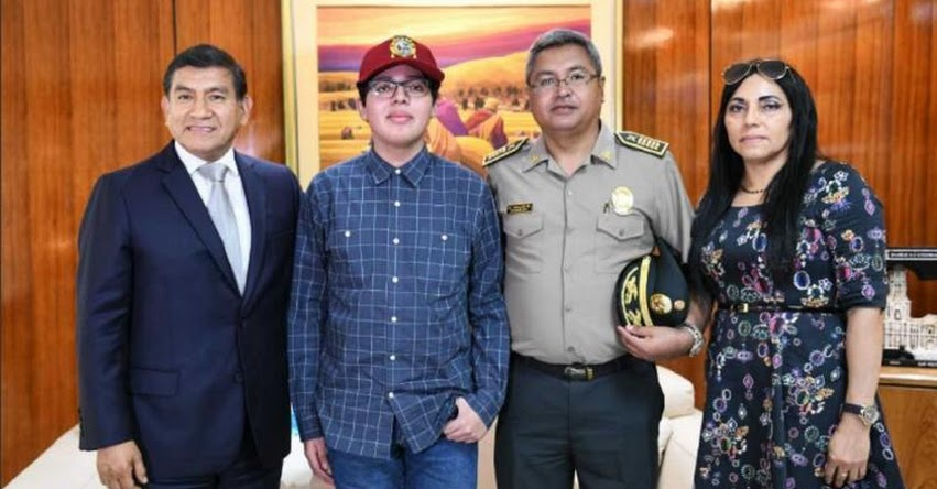 RAFAEL SALAS MELÉNDEZ: Joven que ingresó en primer puesto a San Marcos fue recibido por ministro del Interior, Carlos Morán