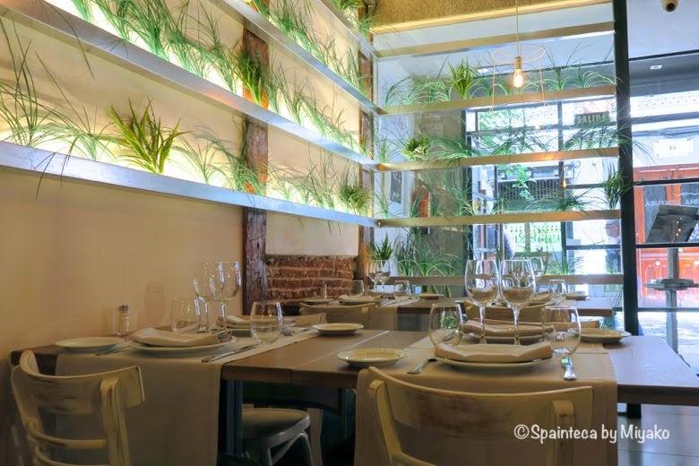 MARINA VENTURAスペインのマドリードのお洒落たお米料理専門店の店内