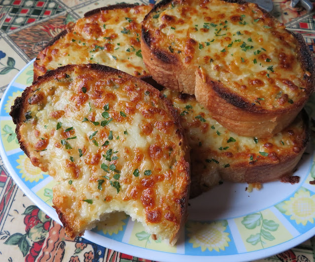 Small Batch Garlic Cheese Bread