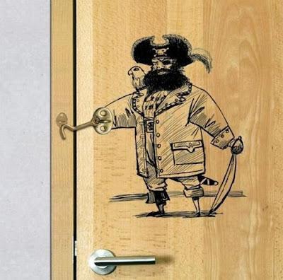 Piratas y dibujos hechos en sitios rraros