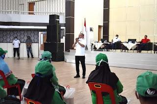 Bupati Bakhtiar Ahmad Sibarani Berikan Bantuan kepada Petugas Kebersihan Tapanuli Tengah