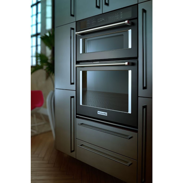 This Beautiful Built In Wall Oven Features Satin Textured Handles And The  KitchenAid® Badge, A Symbol Of Uncompromised Quality.