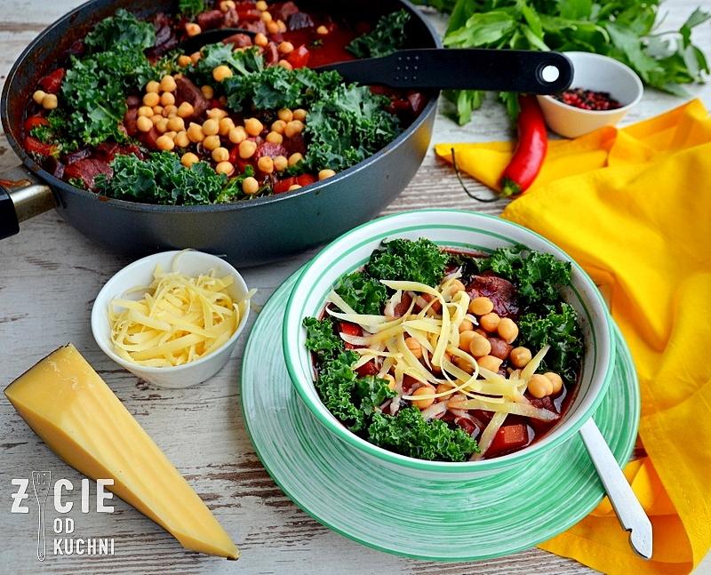 ciecierzyca, lestello, gulasz, zupa gulaszowa, potrawa jednogarnkowa, obiad, czarna marchew, kolorowe marchewki, fioletowa marchewka