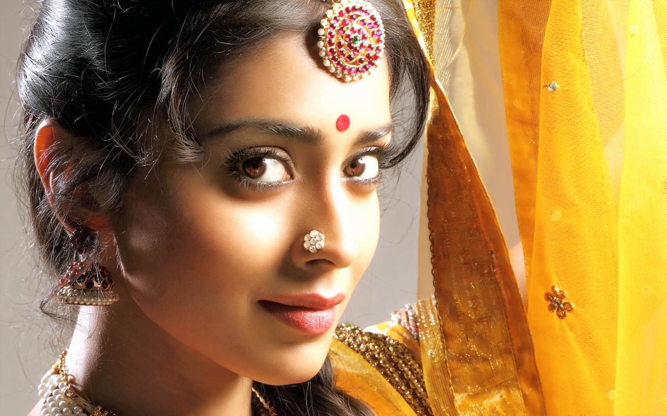 Shriya Saran South Actress HD Wallpaper