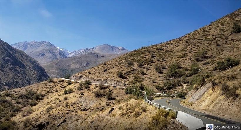 Uma das 60 curvas para chegar ao Valle Nevado - Diário de Bordo Chile: 8 dias em Santiago e arredores