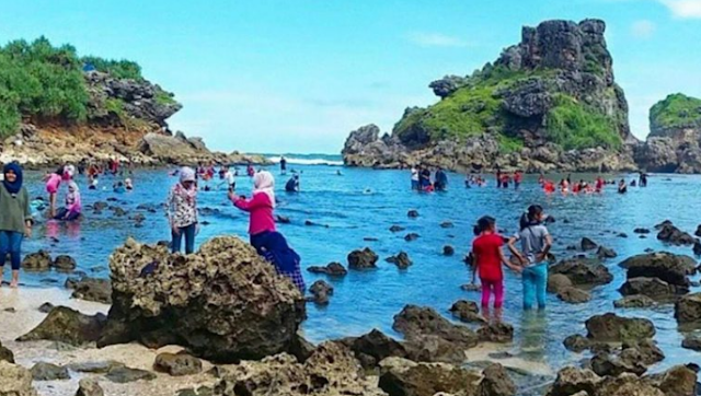 wisata-keluarga-pantai-nglambor