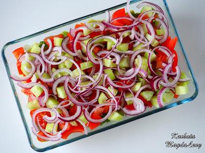 Sałatka z pomidorami i ogórkiem