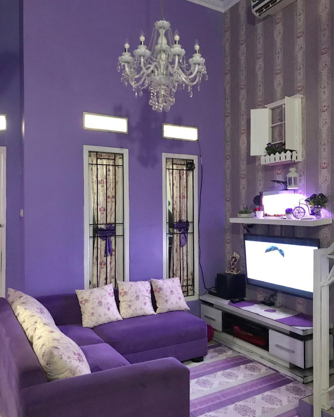 Desain Meja Tv Minimalis Agar Tidak Memakan Tempat Homeshabby Com Design Home Plans Home Decorating And Interior Design