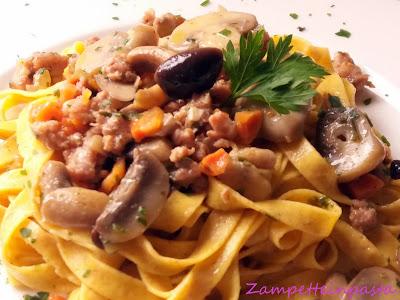 Tagliatelle integrali con funghi e salsiccia - Ricette tagliatelle fatte in casa