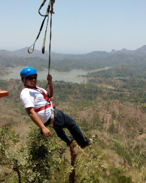 foto flying fox di kalibiru jogja