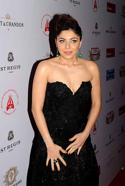 Kanika Kapoor: Biography, Corona Virus, Age, Songs & More