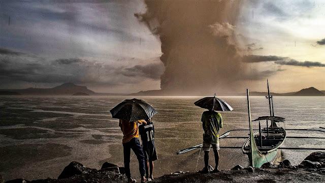 Евакуират хиляди от столицата на Филипините заради мощно изригване на вулкан (ВИДЕО)