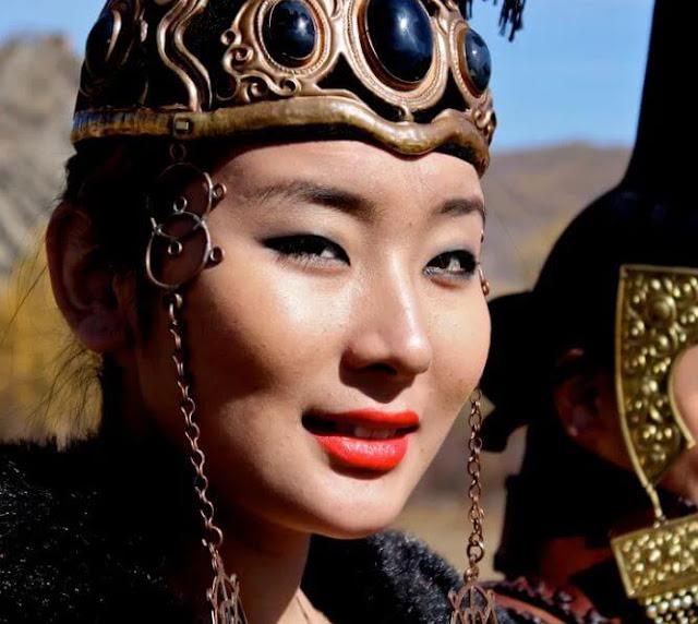 معلومات عن المرأة المنغولية