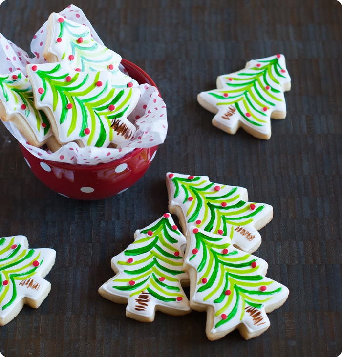 painted christmas tree cookies ...so easy and festive! from bakeat350.net