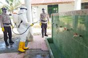Menyambut New Normal Kompi 4 Brimob Calang Disinfektan Masjid