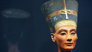 رسالة من مصرية تزور الملكة نفرتيتى