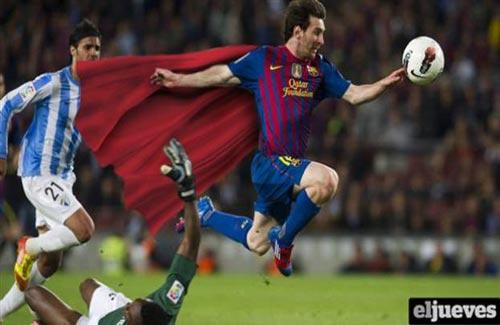 Lionel Messi Superman 13 Pemain Bola Terkenal yang Mirip Superhero Marvel