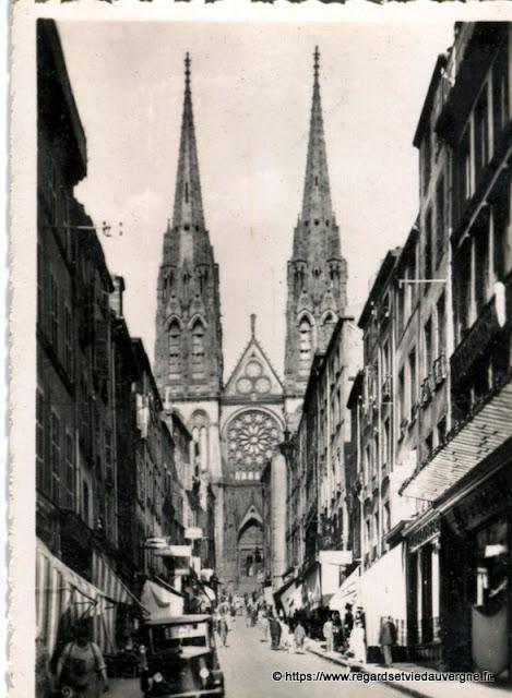 Photo ancienne de Clermont-Ferrand  rue des Gras, Cathédrale