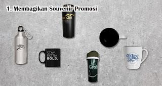 Membagikan Souvenir Promosi Kepada Konsumen dan Calon Konsumen Agar Penjualan Meningkat