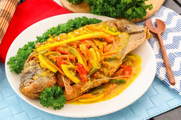 cara masak dan resep ikan gurame bumbu acar kuning