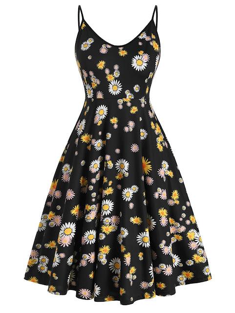 vestido negro de tirantes con estampado de margaritas blancas y amarillas