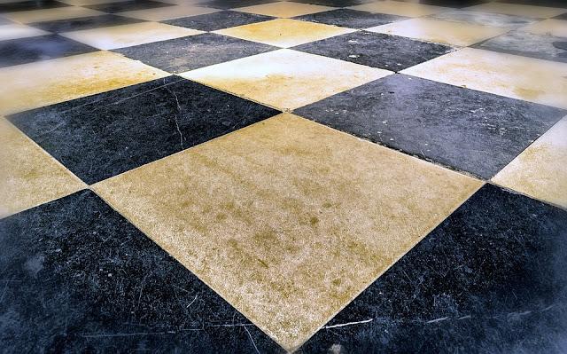 pavimento-rovinato-come-rimediare-piastrelle