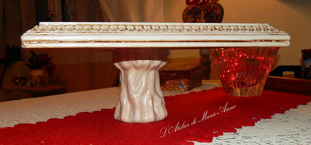 b32ad44fdc77 ... και καφέ κερί και τέλος με βερνίκι για περισσότερη προστασία. Προς  μεγάλη μου χαρά, η ξύλινη ρουστίκ βάση μου ήταν πλέον έτοιμη για τα  Χριστούγεννα.