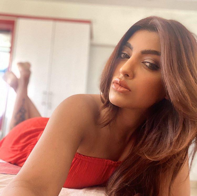 Akanksha Puri Actress Hot Pic