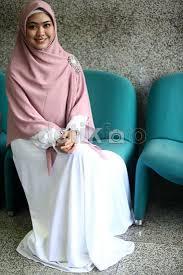 Model Jilbab Segi Empat Syar'i Oki Setiana Dewi Terbaru